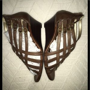 Merona (Brown) Leather Strappy Sandals Size: 7